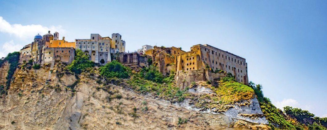 Da reggia a carcere, guida a Palazzo d'Avalos